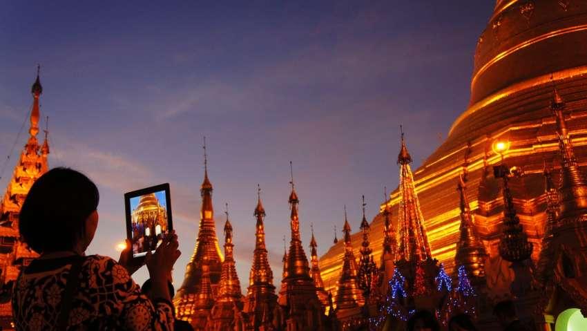 Shwedagon Pagoda tramonto