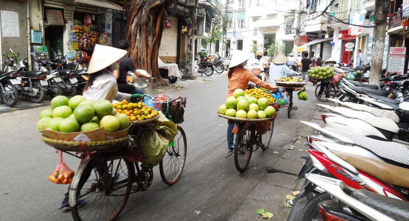 Venditrici ambulanti Saigon